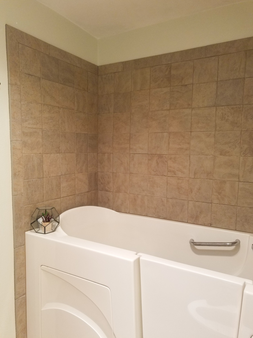 Finds and Dines Bathroom Rano Tile Refinish (1)