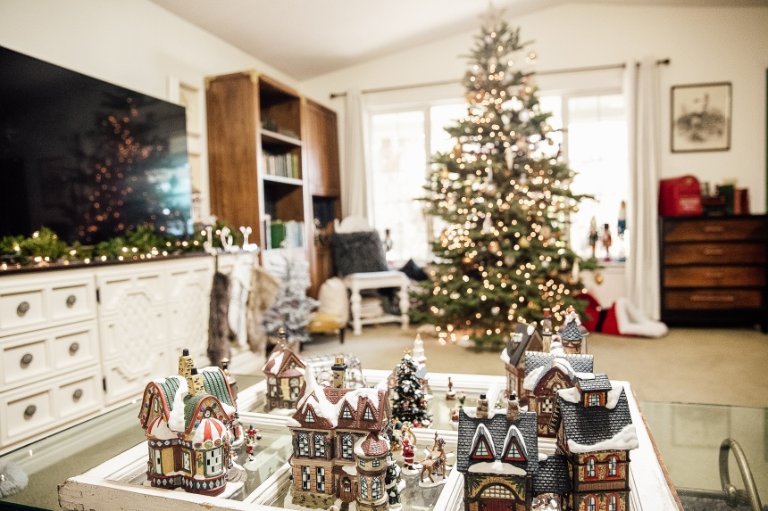 Finds and Dines Holiday Home Tour 11-2