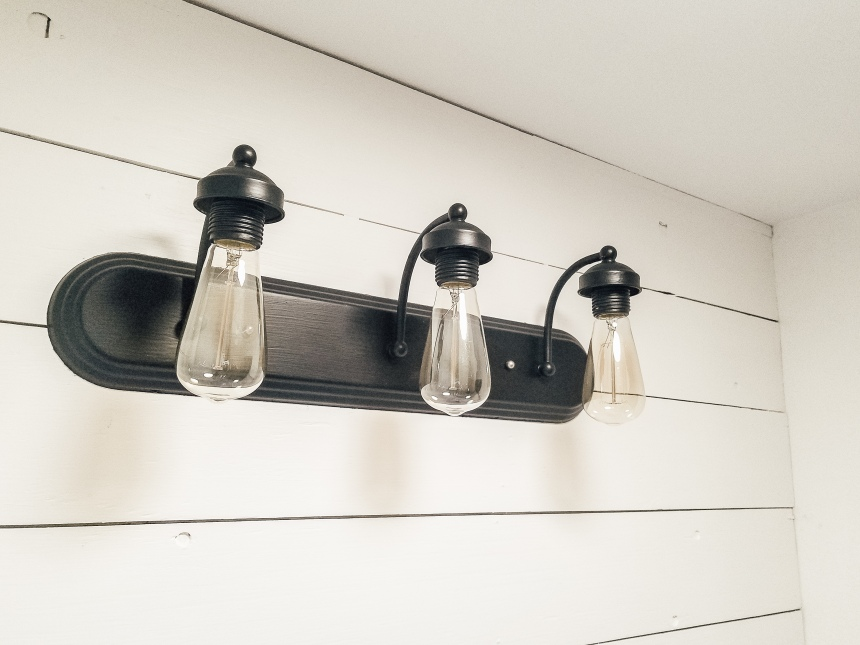 Finds and Dines DIY Painted Hardware and Fixtures (5)